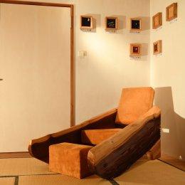 Sessel aus Mammutbaum mit Wildleder